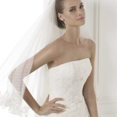 Trouwjurk Bilyana Pronovias close up