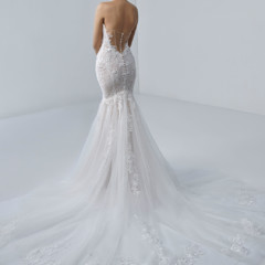 Trouwjurk Angélique van Beautiful by Enzoani kopen bij Honeymoonshop 1